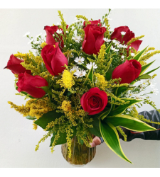 send 12 stems red roses in glass vase to cebu