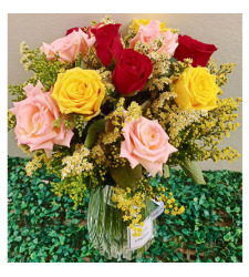 send arrangement of 12 mixed roses in vase to cebu